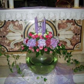 coposizione centrale con vaso in vetro arcobaleno fiori