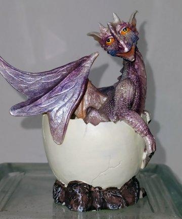 draghetto viola in uovo