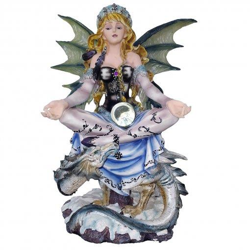 Fata seduta con drago e sfera